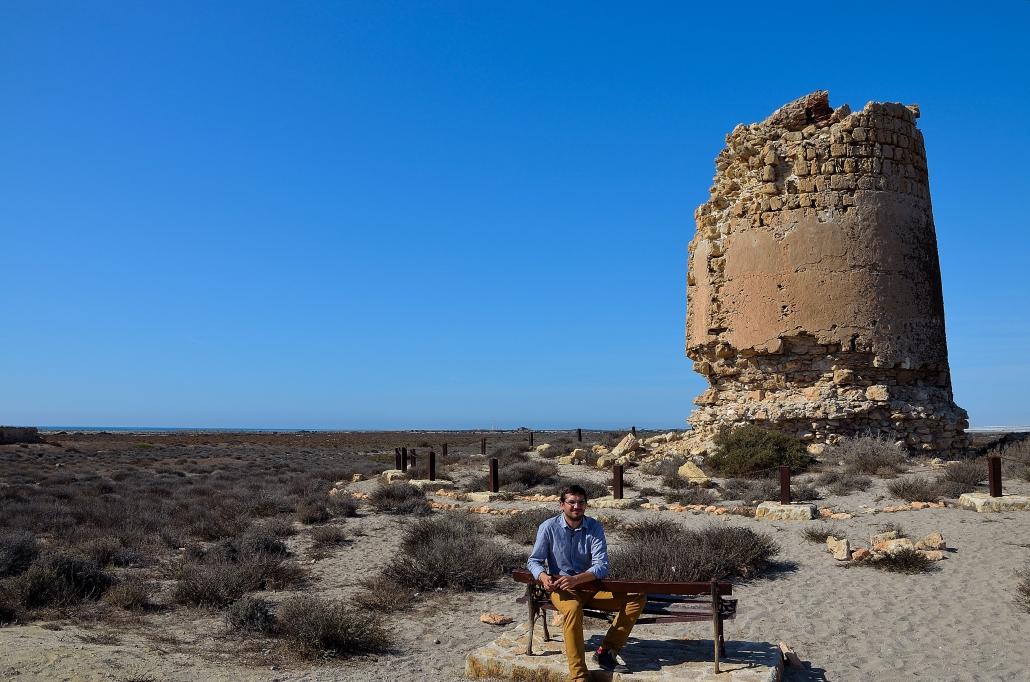 Juan José Amate, a los pies de Torre Cerrillos, punto de las rutas de enrutados